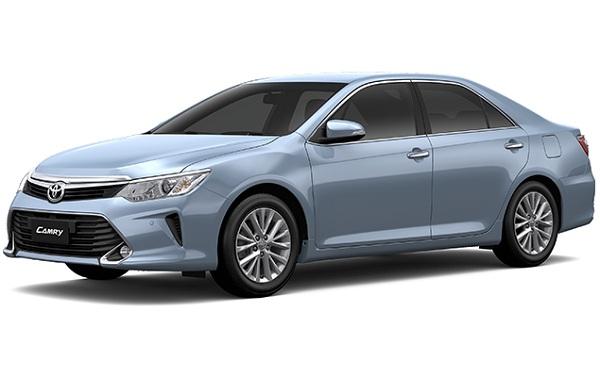 Toyota Camry Hybrid Biru